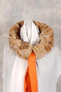Tunnelkragen aus Boeno-Lammfell, mit Hilfe eines auswechselbaren Schals sehr variabel.