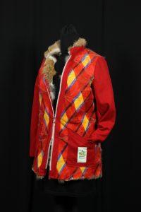 Individuell gestylte Jacke aus Rotfuchspfoten kombiniert mit Walkstoff WePrefur